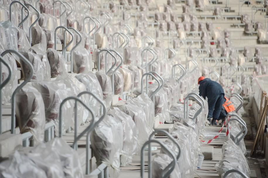 В «Лужниках» до конца декабря установят 25 тысяч кресел