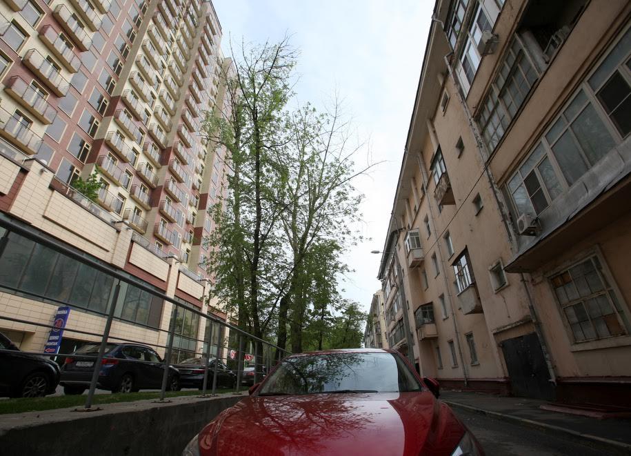 Пятиэтажка и многоэтажка на одной улице