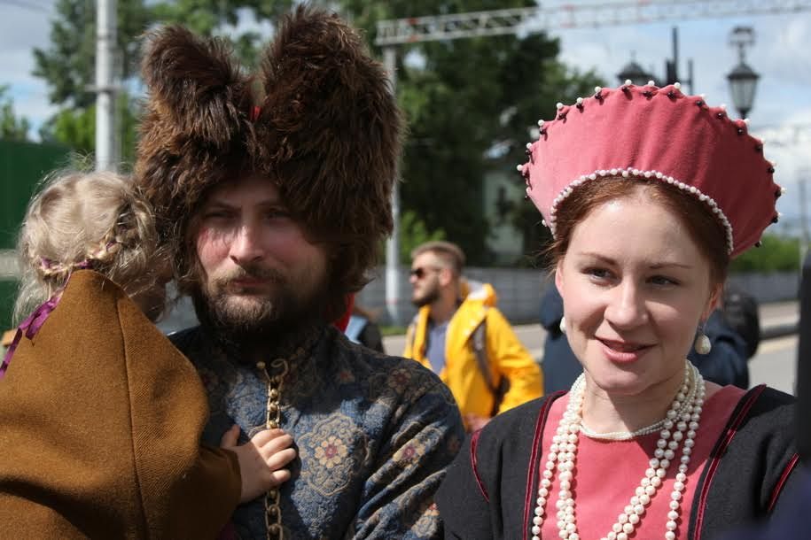 Участники-реконструкторы фестиваля Времена и эпохи на Рижском вокзале