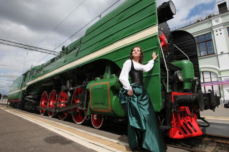 Старинный поезд прибыл на Рижский вокзал
