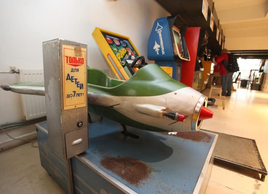 Детский игровой самолет времен СССР