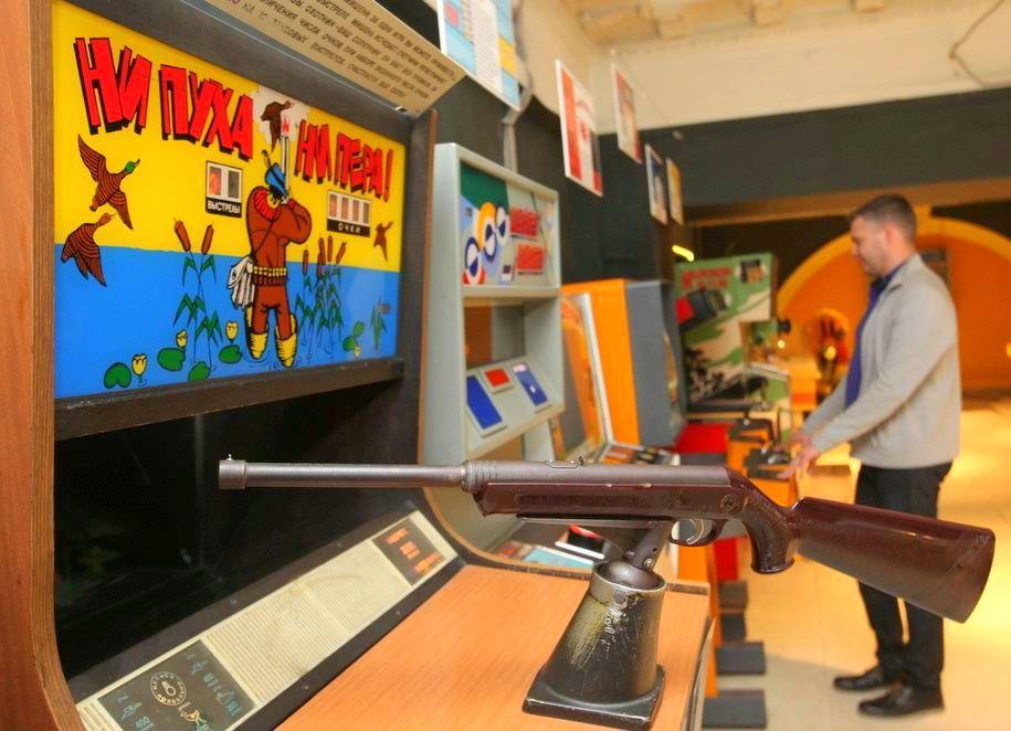 Экспонат ни пуха ни пера в Музее советских игровых автоматов