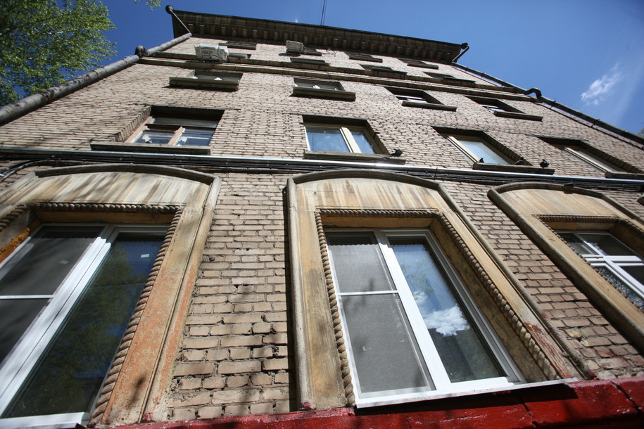 Фасад кирпичной пятиэтажки