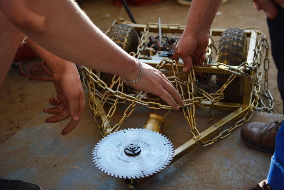 Конструкция-робот на фестивале в Коломенском