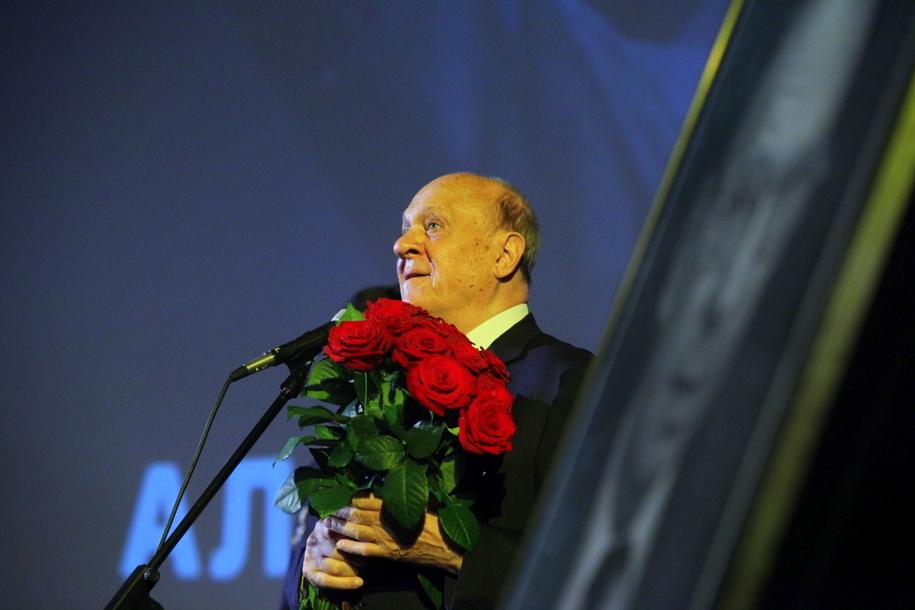 Режиссер Владимир Меньшов на церемонии прощания с Алексеем Баталовым