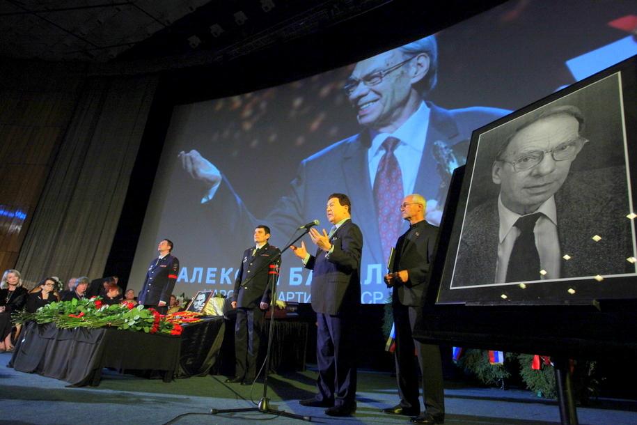 Иосиф Кобзон на церемонии прощания с Алексеем Баталовым