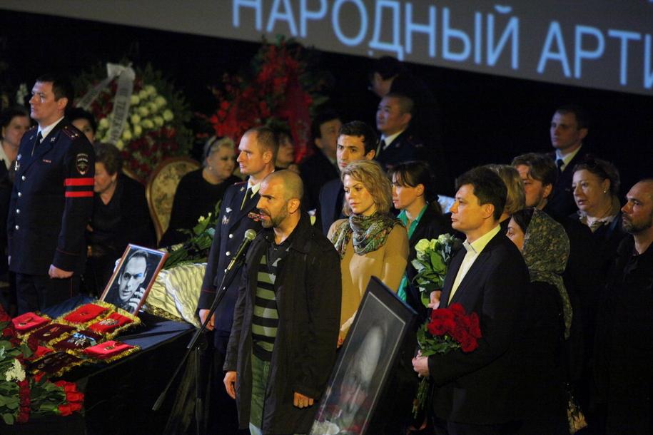 Молодые артисты на церемонии прощания с Алексеем Баталовым