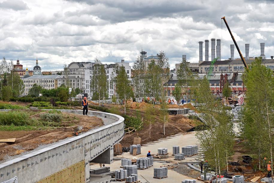 В «Зарядье» начался демонтаж строительных лесов
