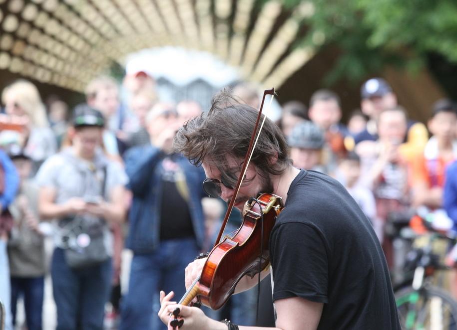 Музыкант в парке Сокольники