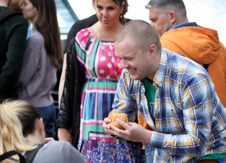 Любители бургеров в парке Сокольники