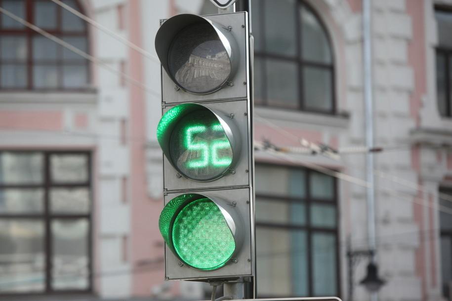 В Москве установили первый светофор на солнечной батарее