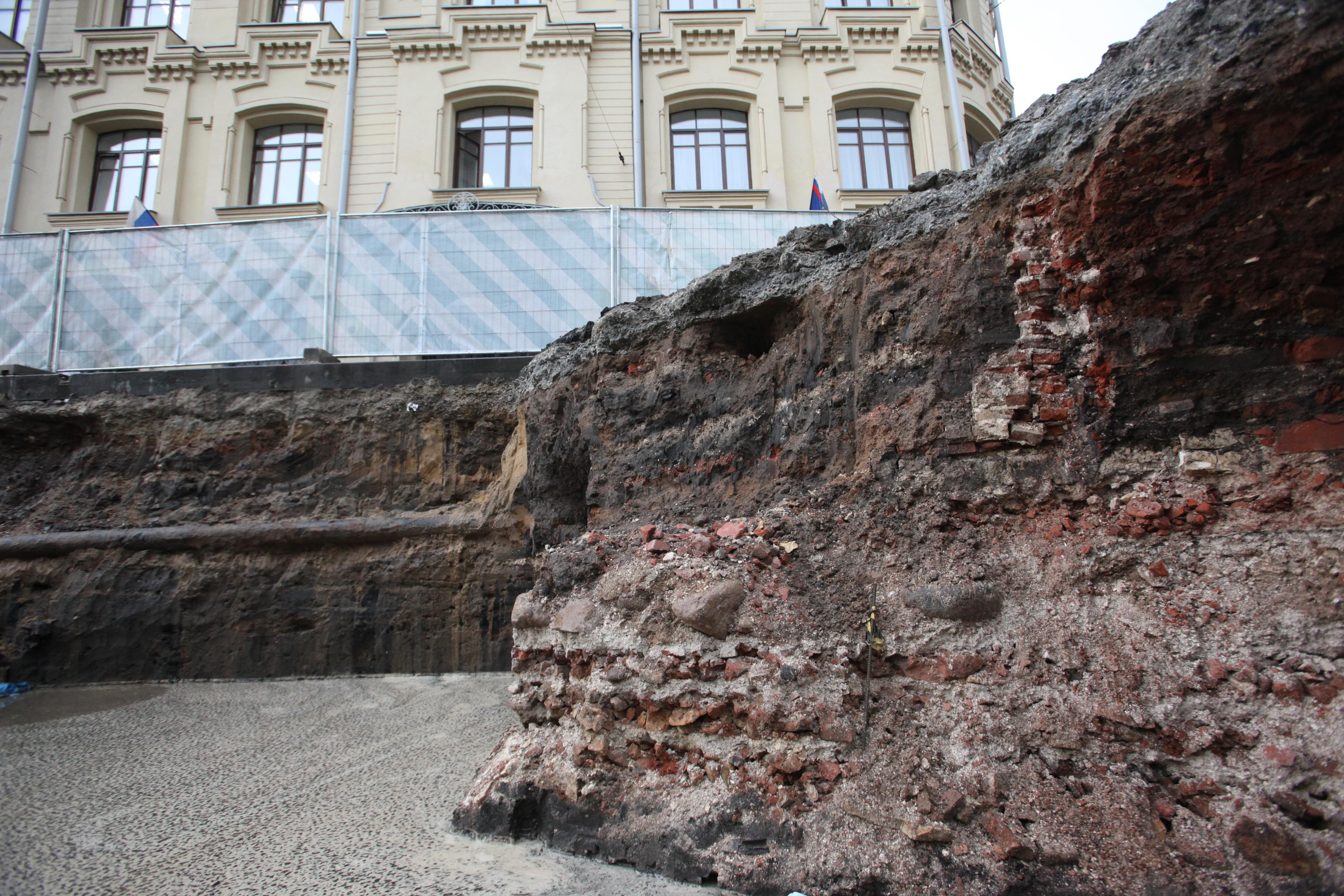 Археологические раскопки на месте Биржевой площади в Москве