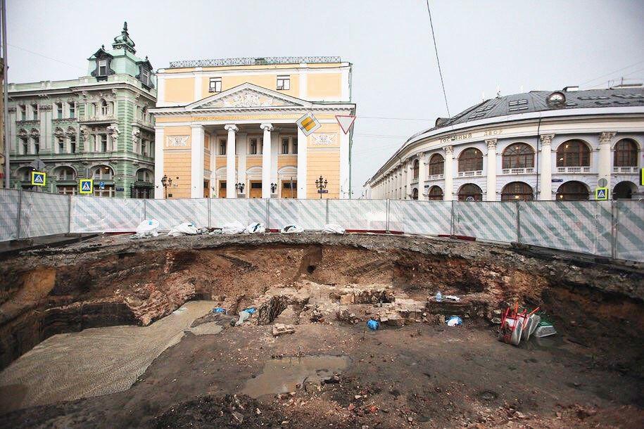 Биржевую площадь отдали археологам