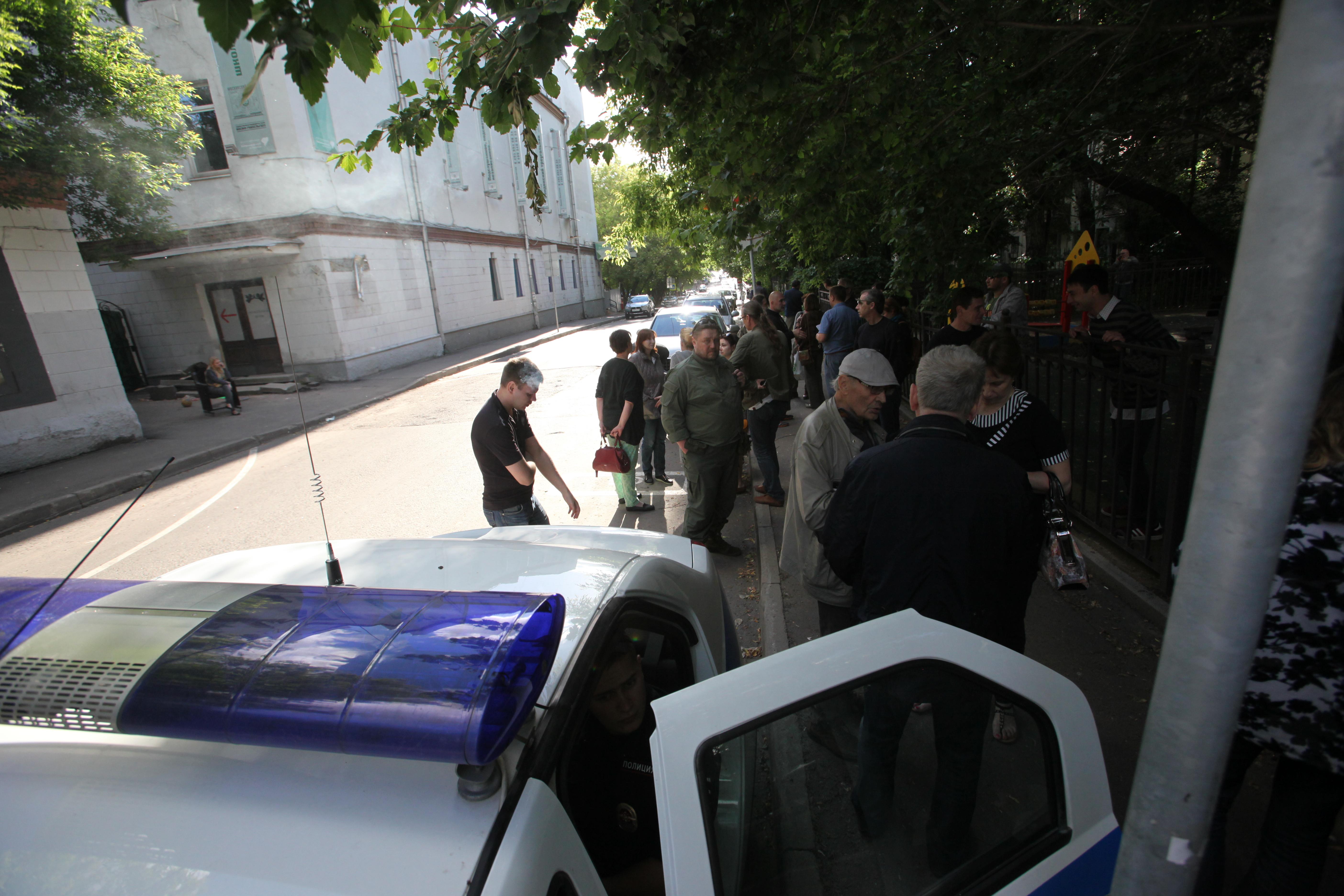 Стихийный митинг против сноса Дома культуры Серафимовича