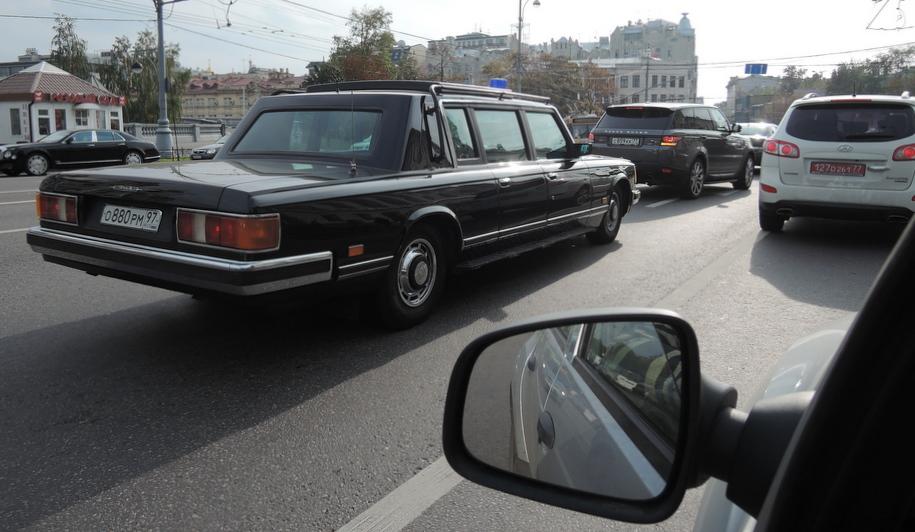 Бронированный ЗИЛ- 41072 Скорпион на улице Москвы