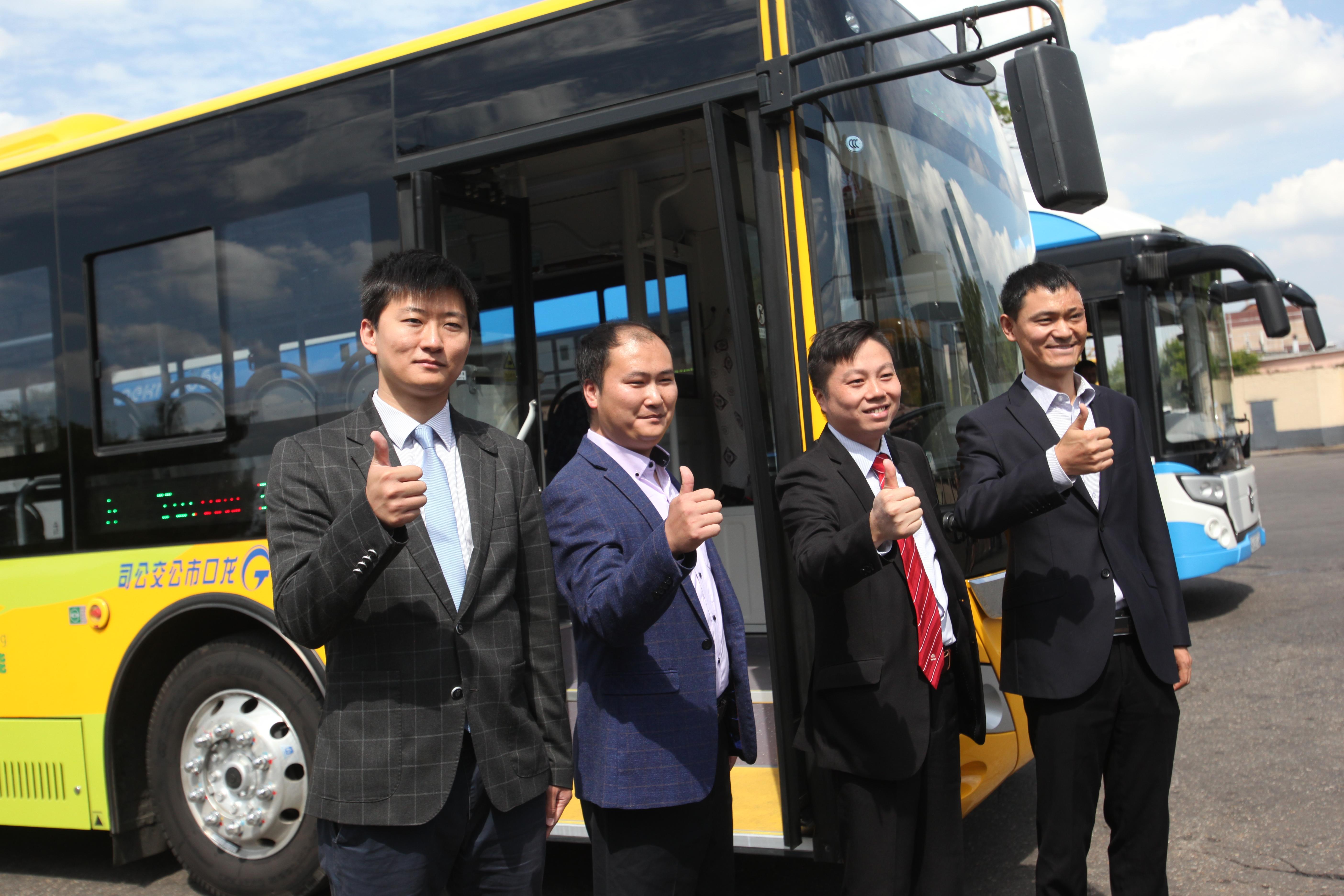 Представители компании Yutong  перед тестирование электробусов в Москве