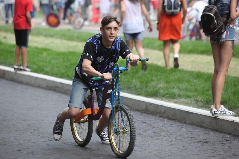 Езда на велосипеде на фестивале Moscow City Games в Лужниках
