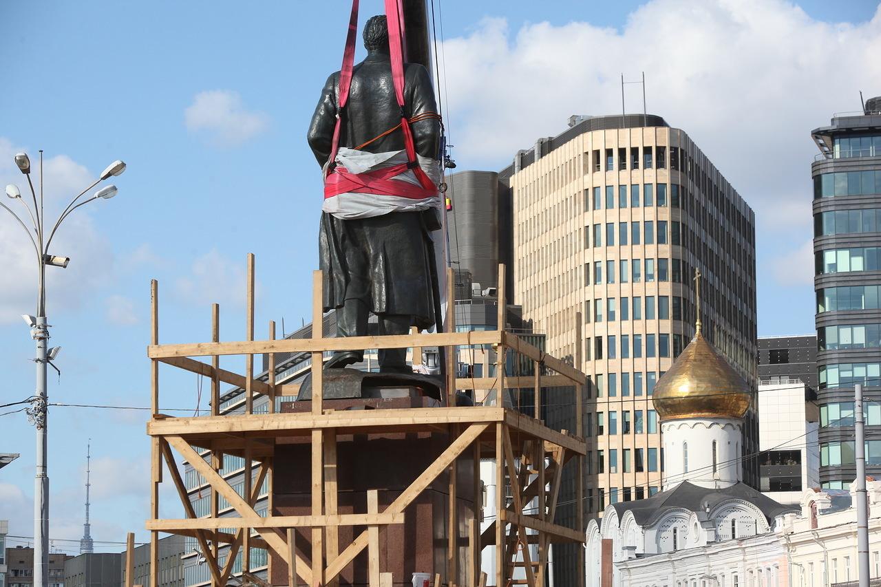 Установка памятника Горькому на площади Тверской Заставы