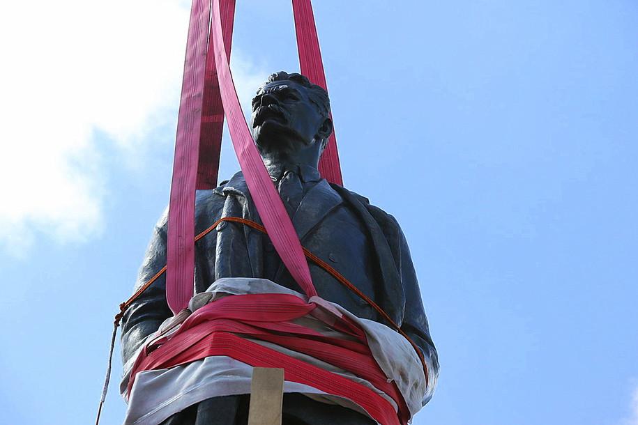 Памятник Горькому вернулся на историческое место