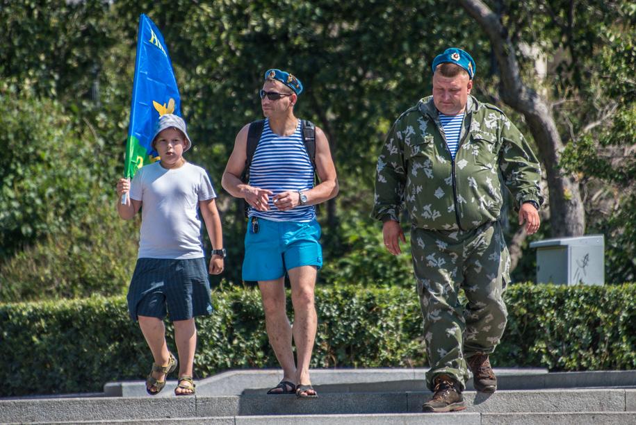 Десантники в парке в День ВДВ
