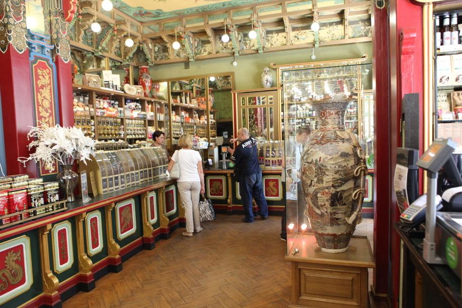 Торговый зал чайного дома Перлова