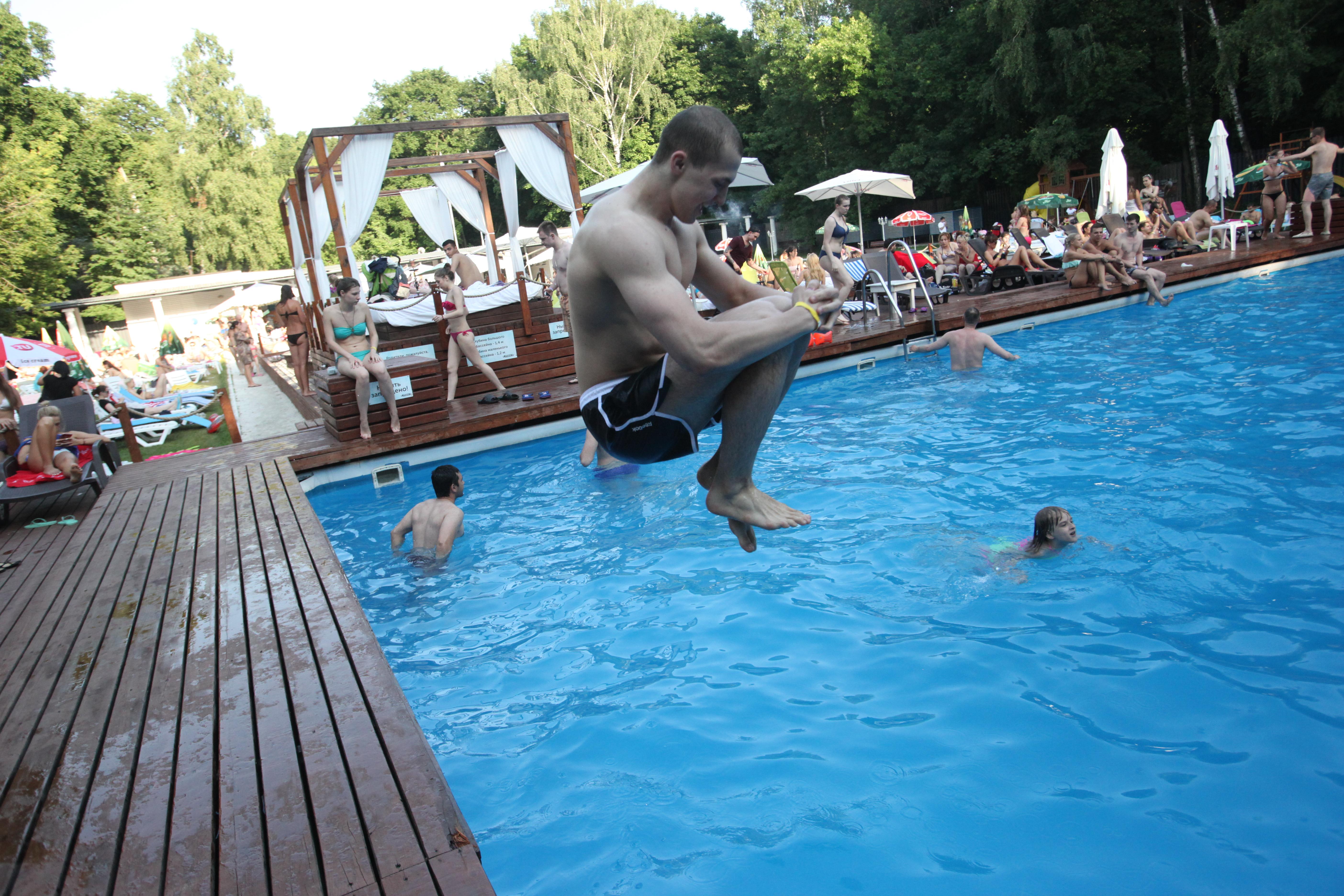 Прыжок в бассейн парка Сокольники