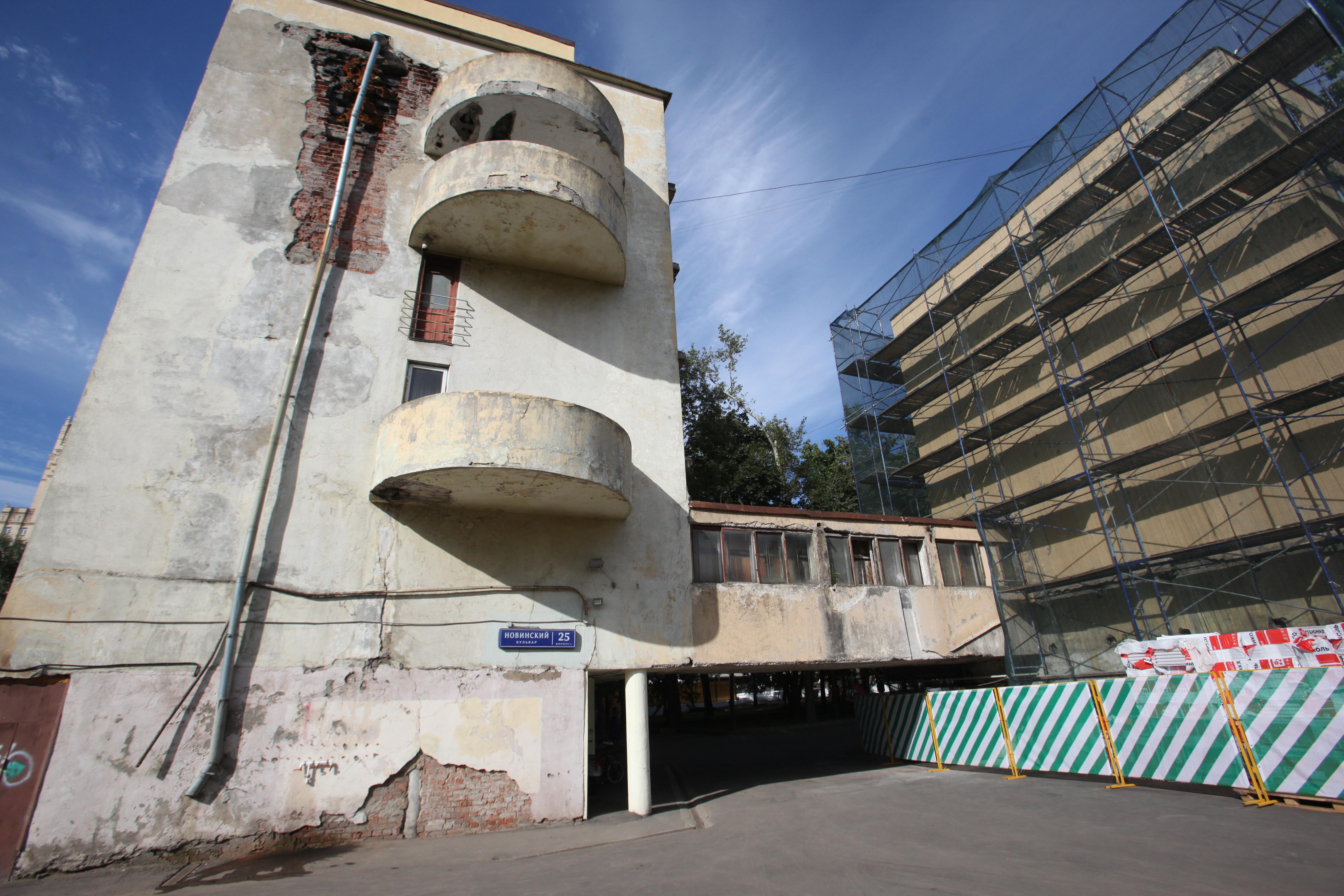 Дом Наркомфина перед реставрацией