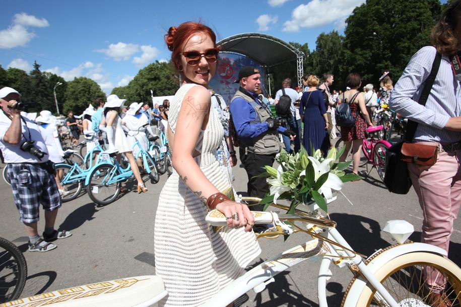 Велопарад в Сокольниках: леди на велосипеде