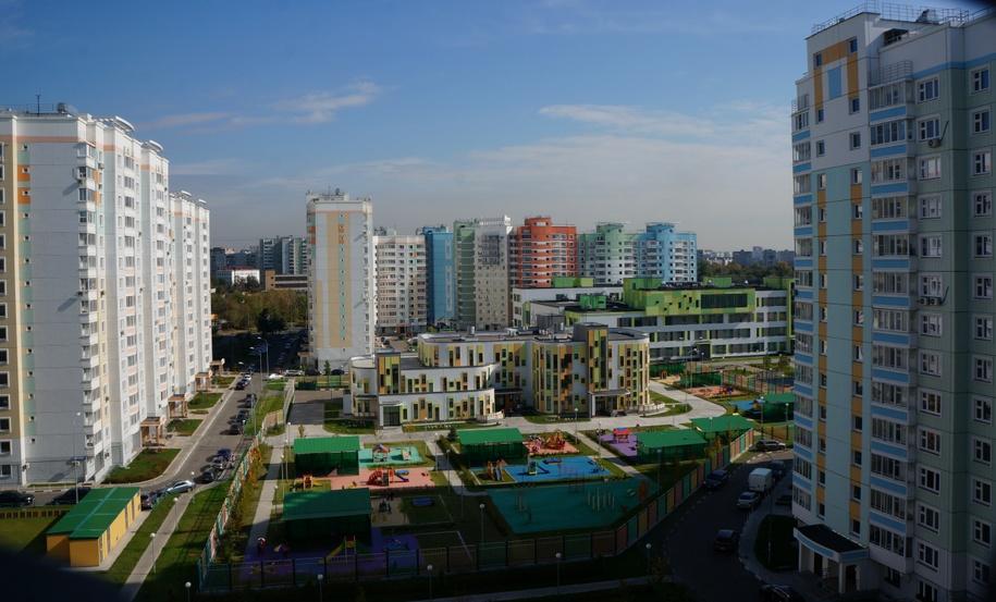 Вид на детский сад и жилые дома нового микрорайона
