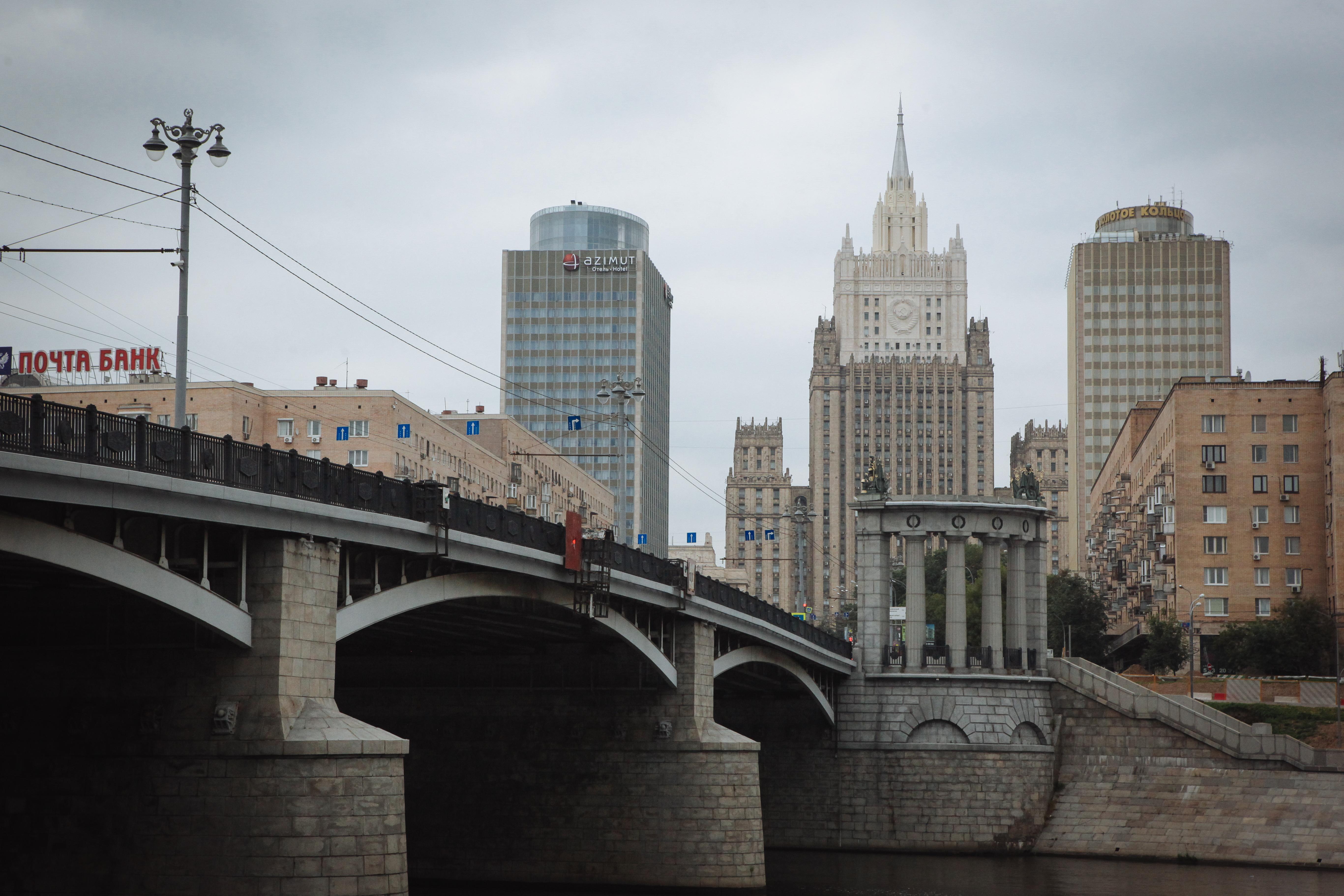Бородинский мост и здания МИД и гостиницы Золотое кольцо