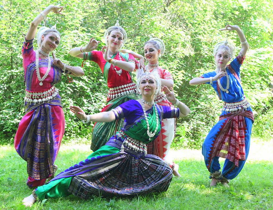 Индийский танец в парке Сокольники
