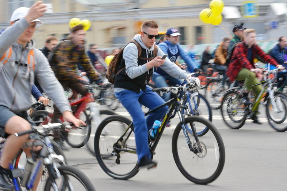 Участники любительского заезда на велосипедах