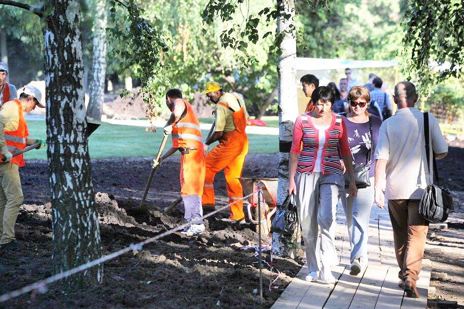Обустройство центра Москвы и трех парков завершится осенью