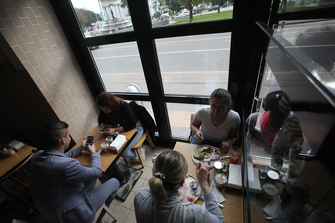 Посетители кафе Breakfast Cafe на Малой Никитской улице