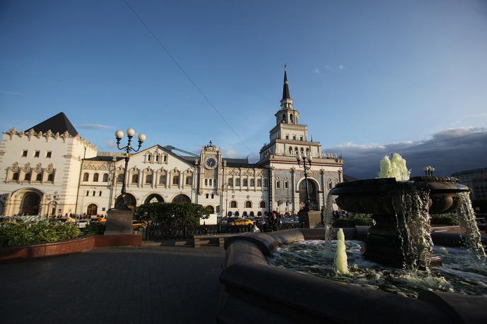 Фонтан на площади у Казанского вокзала