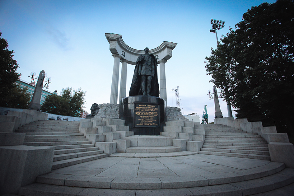 Памятник Александру II на Волхонке