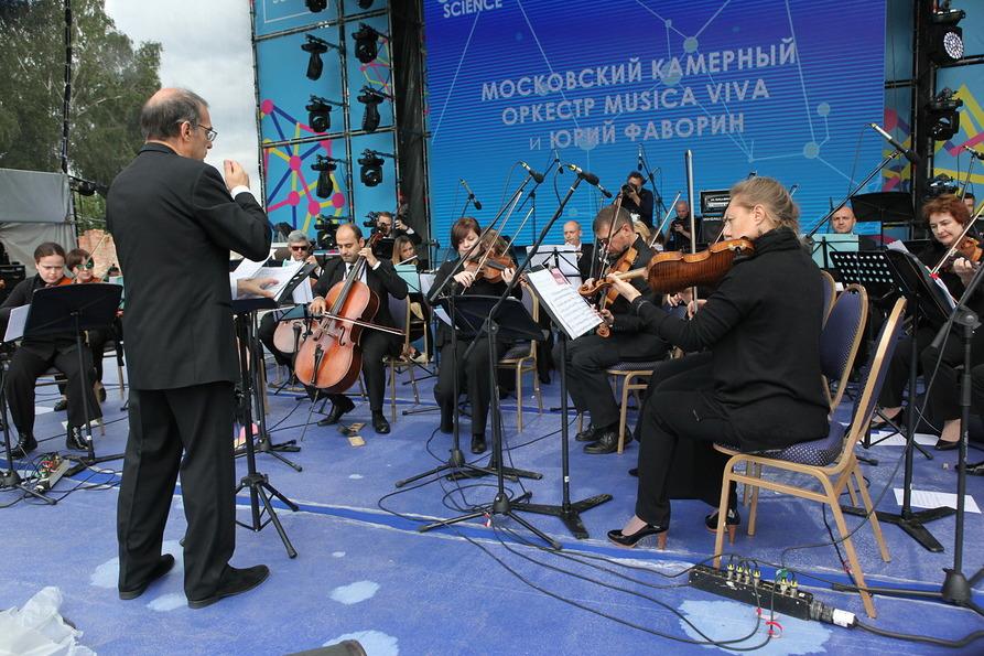 Сцена на воде ВДНХ представляет серию концертов «Неоклассики»