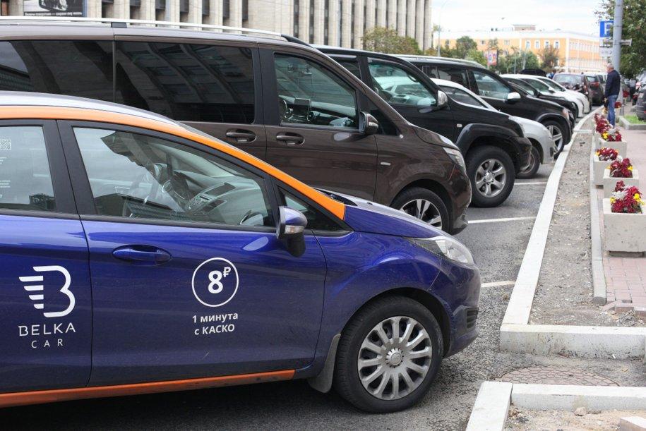 Автомобиль BelkaCar на парковке