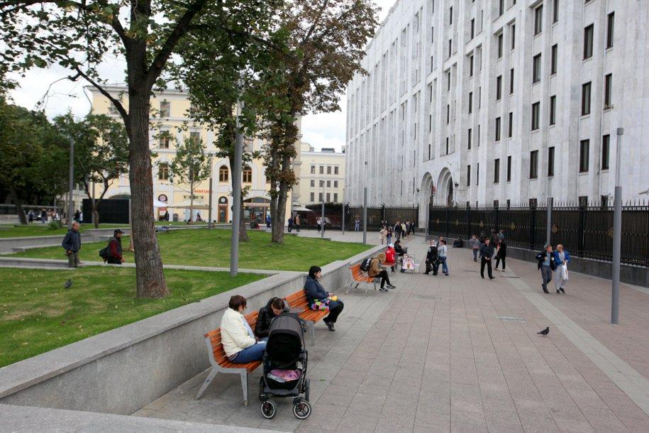 Площадь у станции метро Арбатская