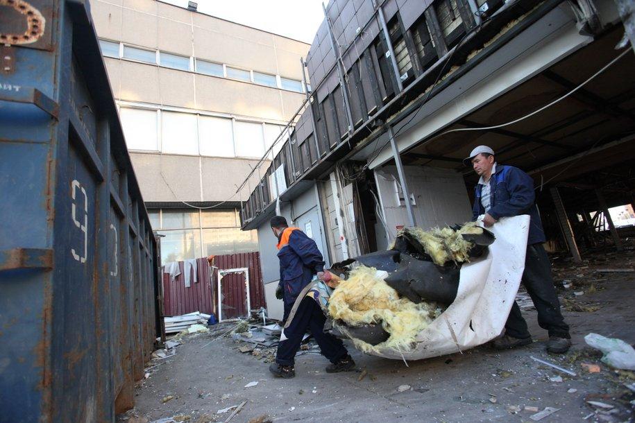 Демонтаж торговых павильонов у станции метро Кузьминки