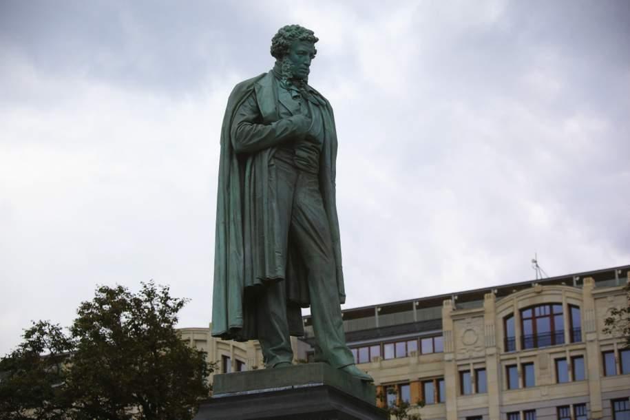 Памятник Пушкину открыли после реставрации
