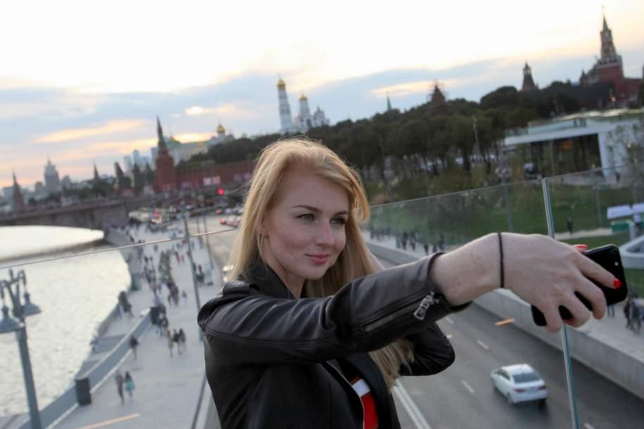 Селфи на Парящем мосту парка Зарядье