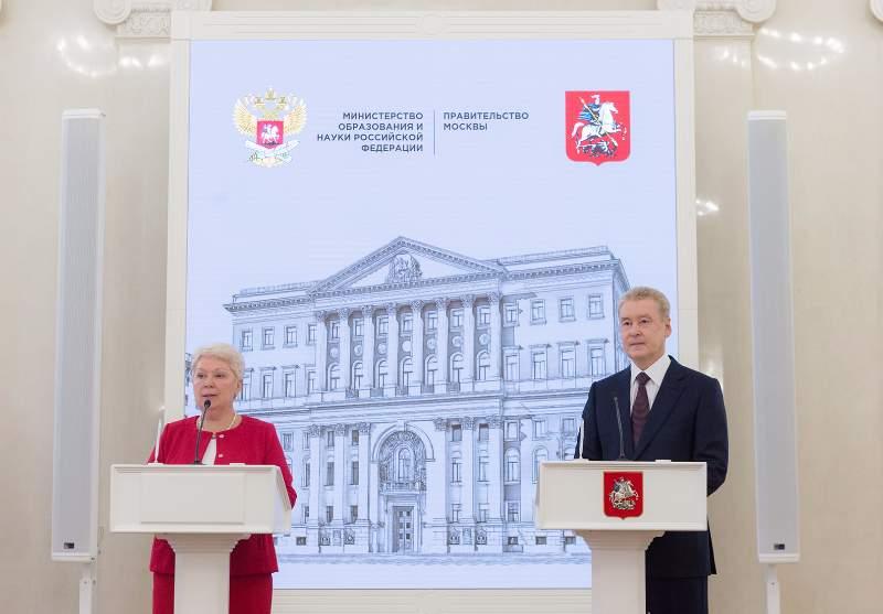 Москва поможет регионам с «электронными школами»