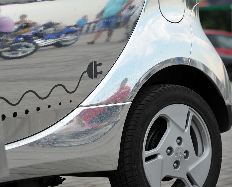 Парковки для электромобилей установили в Москве