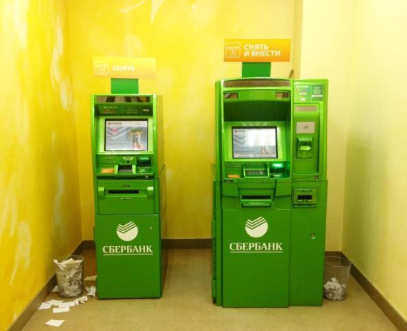 Неизвестный украл из банкомата на юго-западе Москвы 2,5 млн рублей