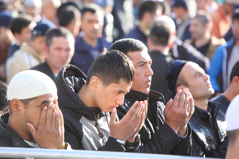 Молитва во время мусульманского праздника Курбан-Байрам
