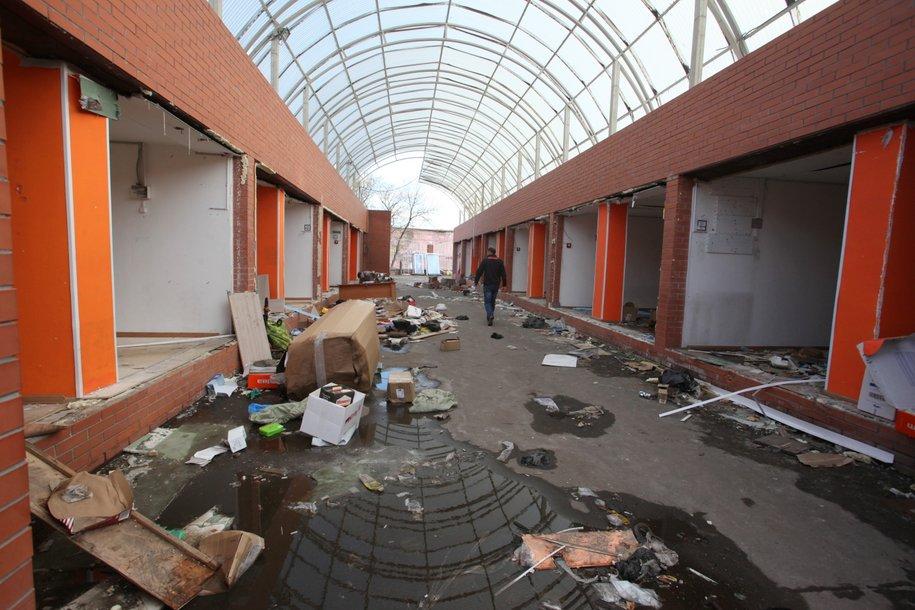 Демонтаж торговых павильонов у станции метро