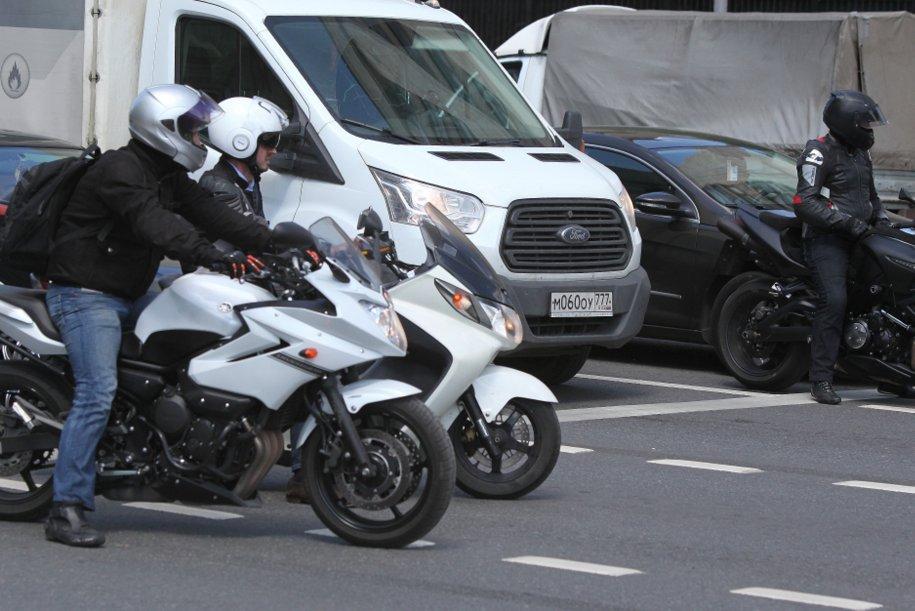 ЦОДД призвал водителей быть внимательными на дорогах в связи со школьными каникулами