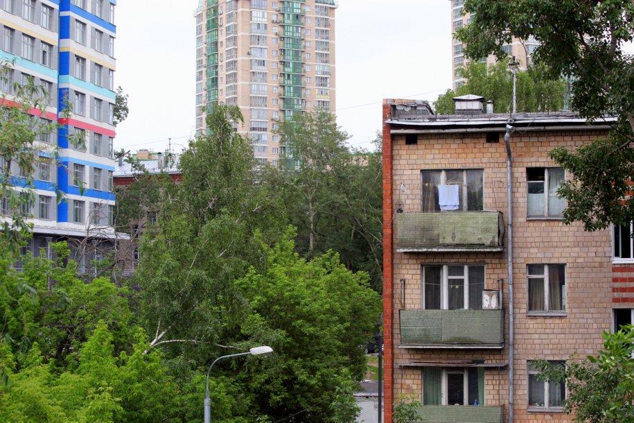 Пятиэтажный и многоэтажные жилые дома