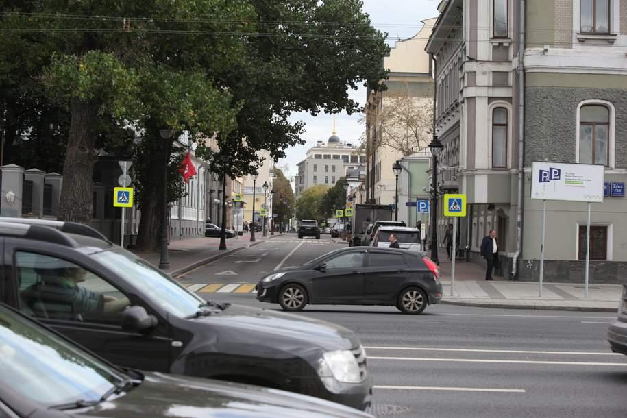Загруженность столичных дорог достигла шести баллов